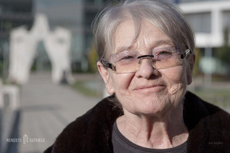 Törőcsik Mari 85 éves - A Nemzeti Színház társulata otthonában köszöntötte a színművészt
