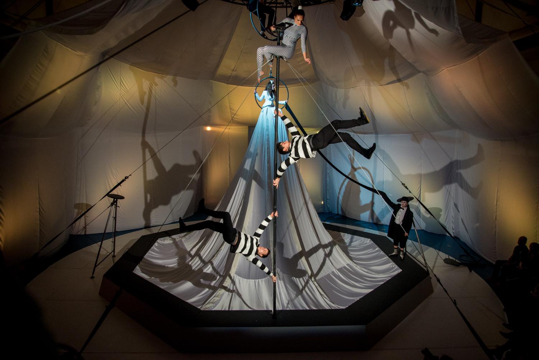 Pilinszky Egyenes labirintusa a Fővárosi Nagycirkusz stúdióterében