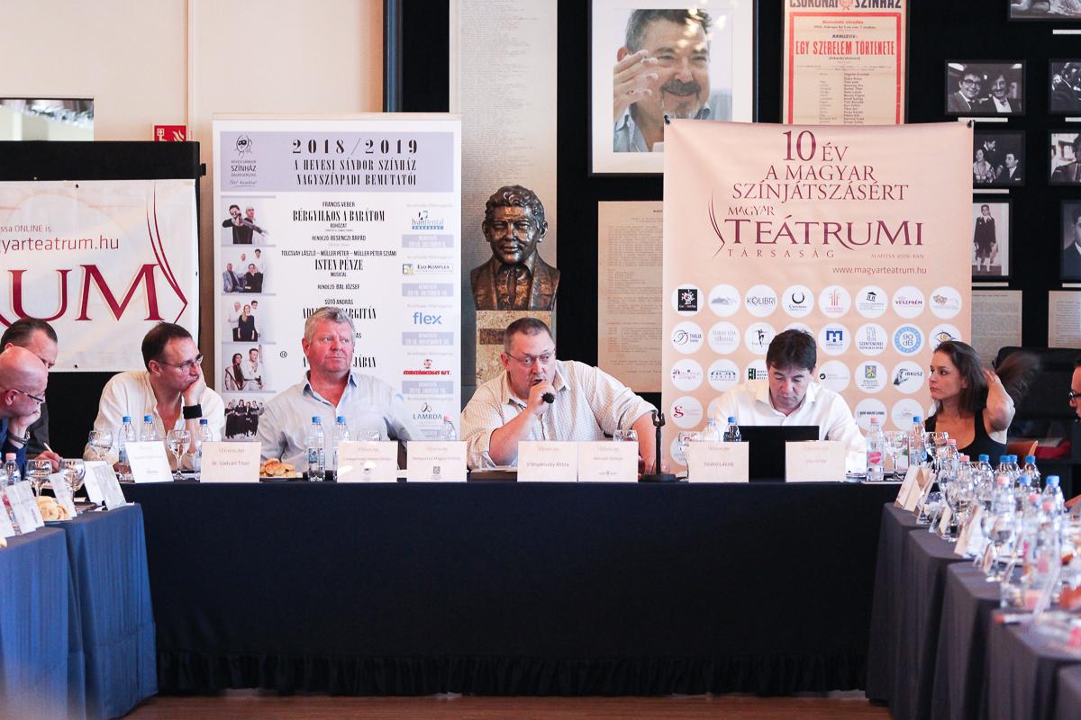 Új Magyar Teátrum Program névvel a színházi szakma középtávú fejlesztési programját készíti el a Magyar Teátrumi Társaság