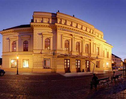 A félbeszakadt évad folytatásáról szól a következő szezon a székesfehérvári Vörösmarty Színházban