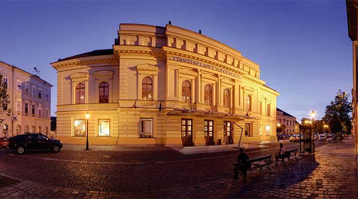Tizenegy bemutatót tervez a Vörösmarty Színház következő évadában
