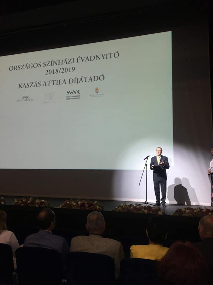 Színházi évadnyitó Tatabányán