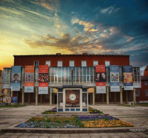 Hat nagyszínpadi előadást mutat be az új évadban a Hevesi Sándor Színház