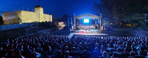 Weöres Sándor-napokkal indítja a nyári évadot a Gyulai Várszínház