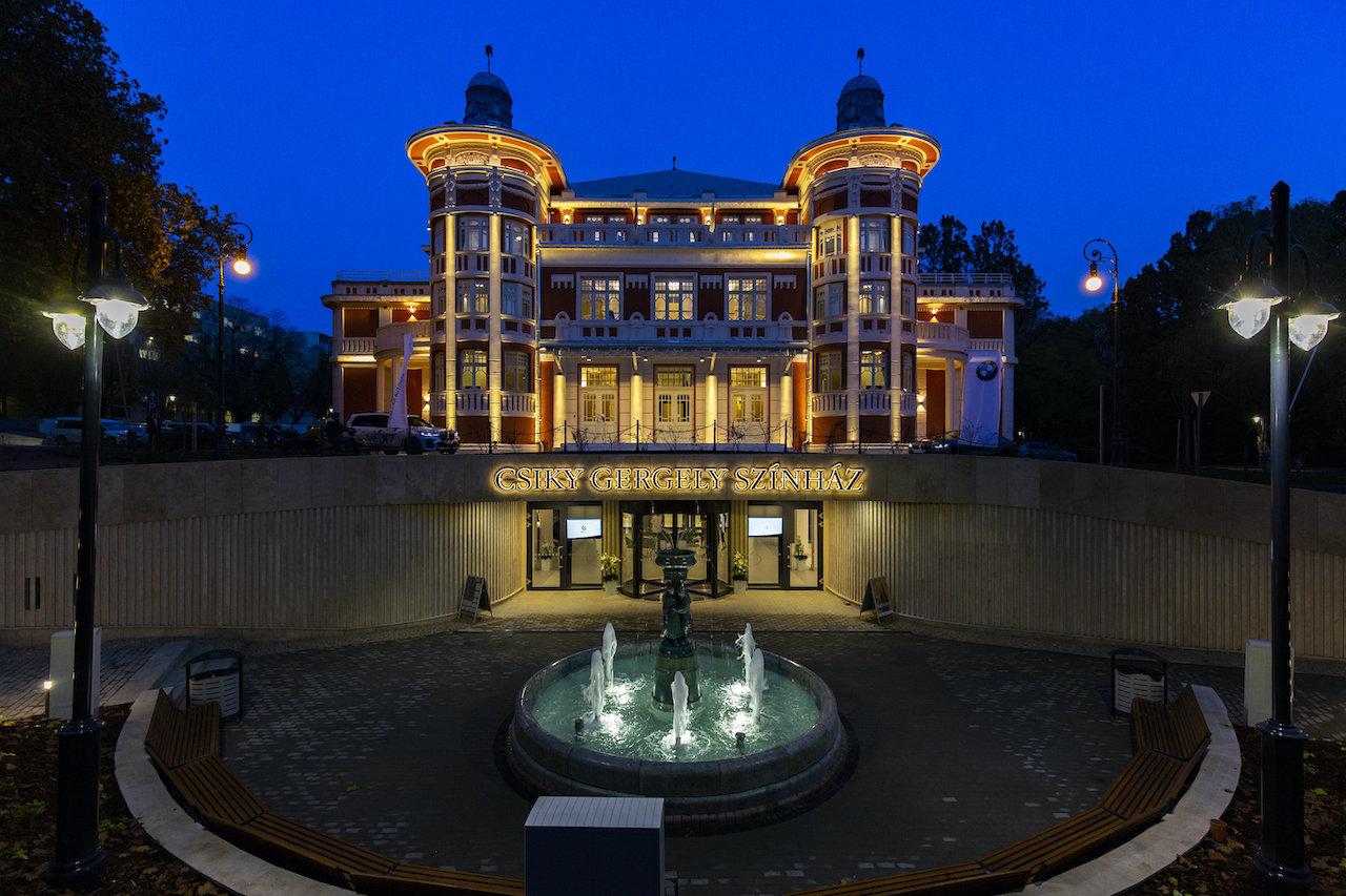 Szilveszterkor a Csiky Gergely Színház zenés gálaműsorát mutatják be a Duna Televízióban