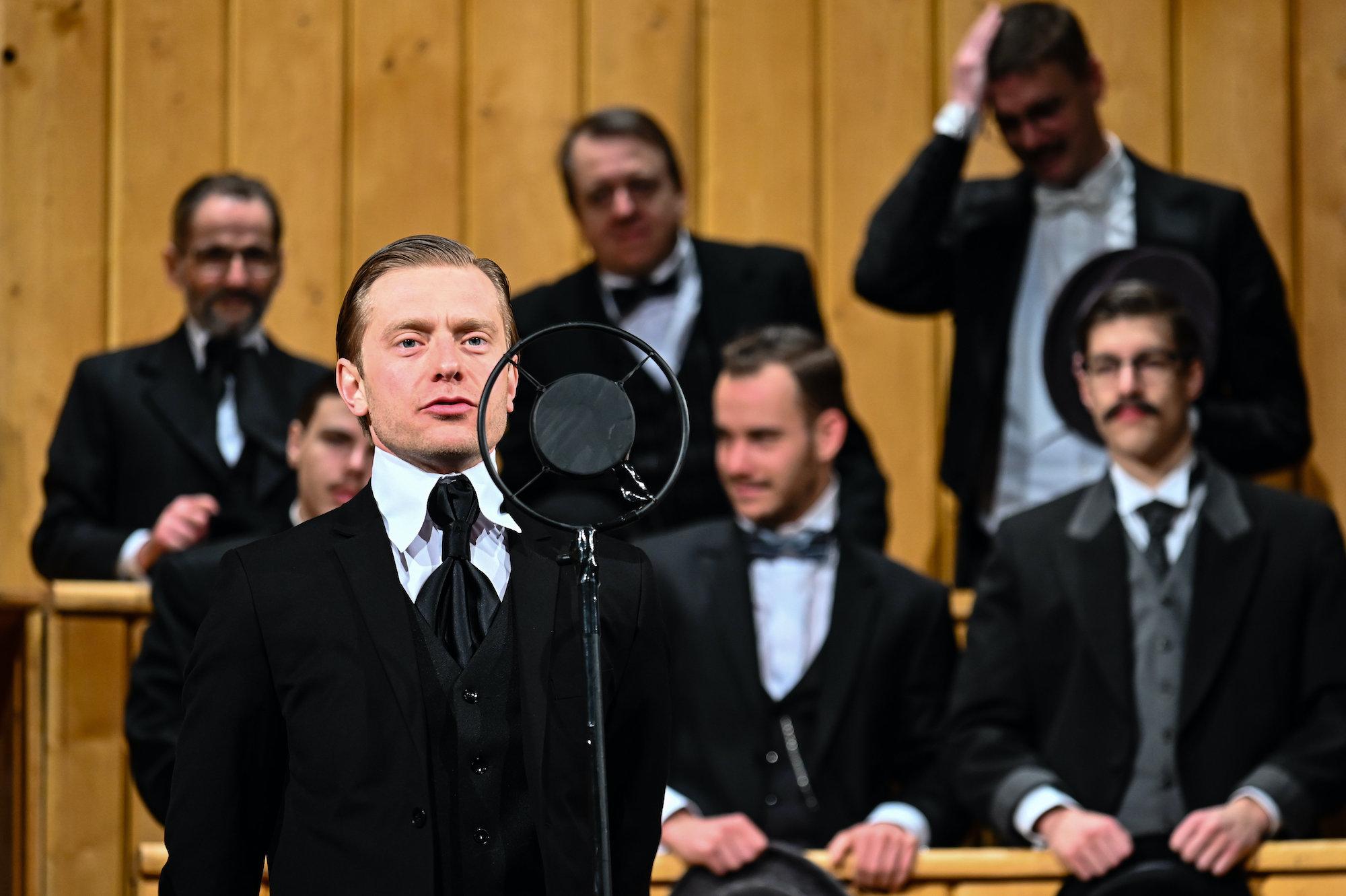 A Trianon című színdarab bemutatója Székesfehérváron