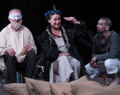 Közönségkedvenc darabjait teszi közzé a Csokonai Színház
