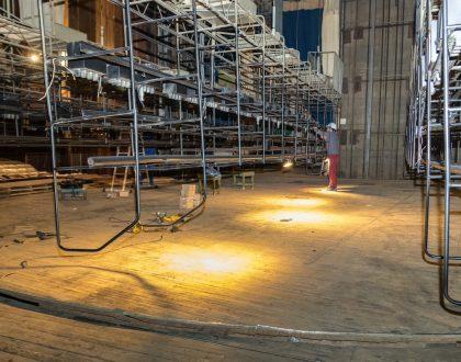 Magyar támogatásból megújul a kárpátaljai megyei ukrán drámai színház színpada