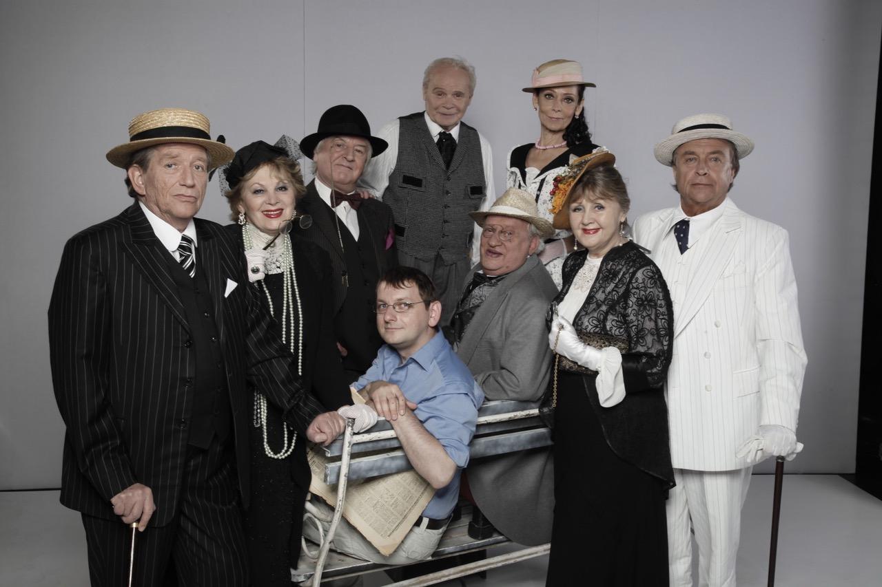 Színészlegendák láthatók a Vígszínház Monokli című előadásában