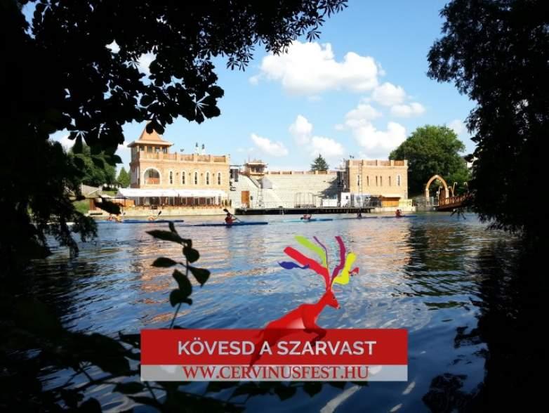 Tizedik alkalommal rendezik meg a Cervinus Művészeti Fesztivált a Szarvasi Vízi Színházban