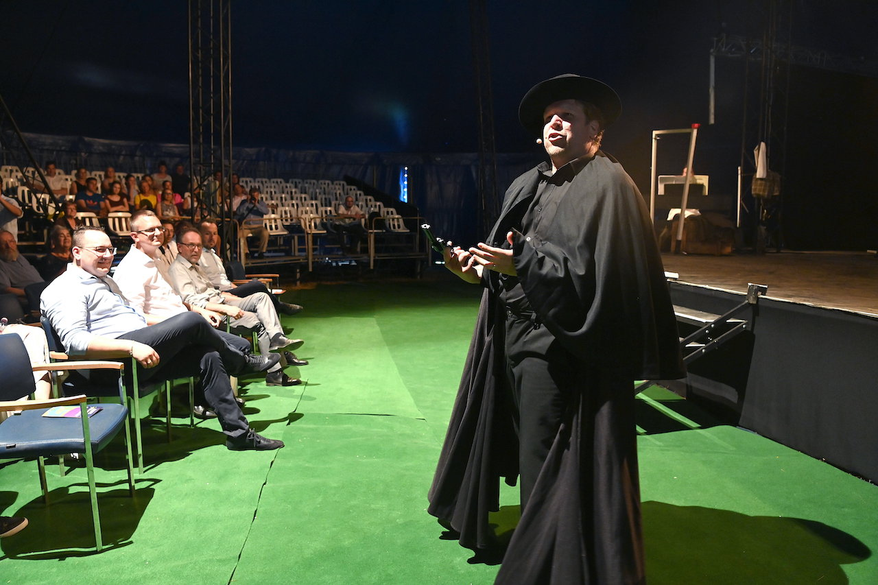 Megnyílt a VéNégy Fesztivál és Színházi Találkozó Nagymaroson