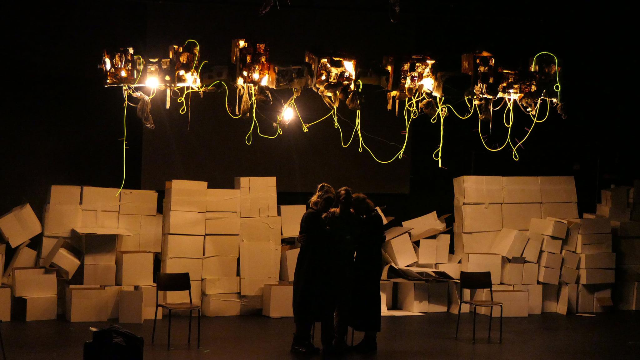 Egyszer majd mindenki dobozolni fog – A gyergyói Tóték a Gyulai Várszínházban